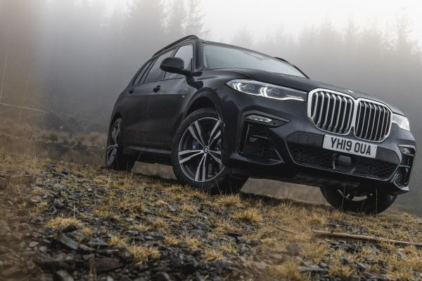The first-ever BMW X7 | Can this flagship seven seat SUV take on the Range Rover?